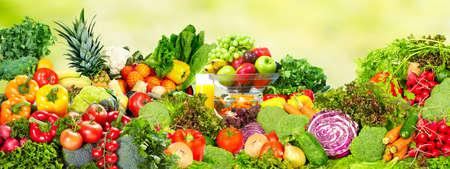 Foto für Fresh organic vegetables over green background. Healthy diet. - Lizenzfreies Bild