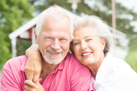 Photo pour Happy and smiling senior couple at the beach - image libre de droit