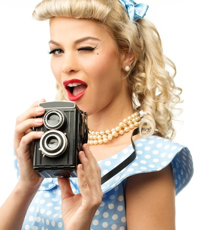Photo pour Blond coquette pin up style young woman in blue dress with vintage camera  - image libre de droit