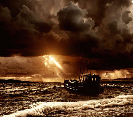 Photo pour Fishing boat in a stormy sea  - image libre de droit