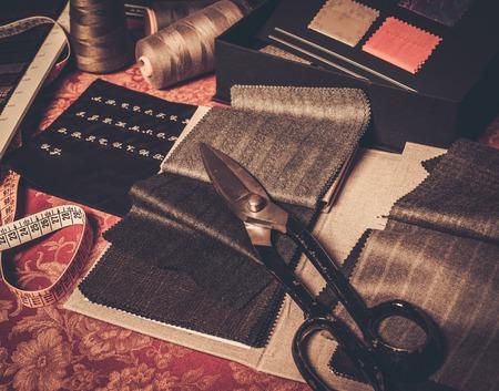 Foto de Cloth samples for custom made suits and jackets - Imagen libre de derechos