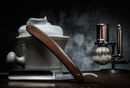 Photo pour Shaving razors and bowl with foam on wooden background - image libre de droit