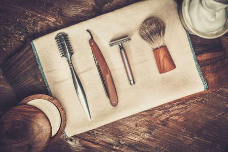 Photo pour Shaving accessories on a luxury wooden background - image libre de droit