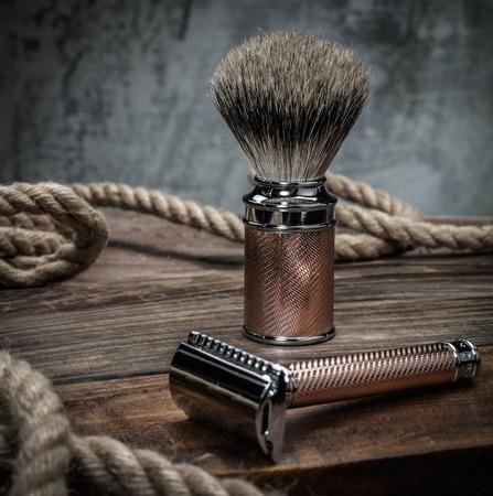 Photo pour Safety razor and shaving brush on a wooden background - image libre de droit
