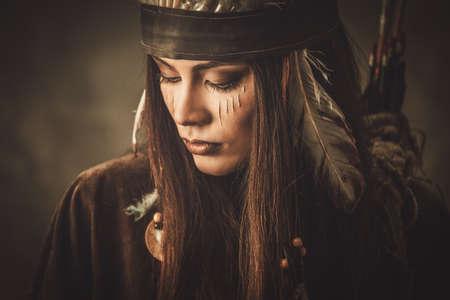Foto de Woman with traditional indian headdress and face paint - Imagen libre de derechos