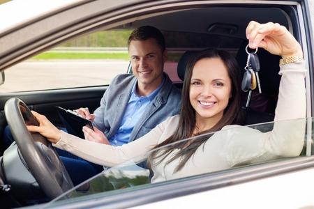 Foto de Happy driving student with a car keys - Imagen libre de derechos