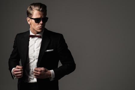 Foto de Tough sharp dressed man in black suit - Imagen libre de derechos