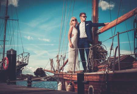 Foto de Stylish wealthy couple on a luxury yacht - Imagen libre de derechos