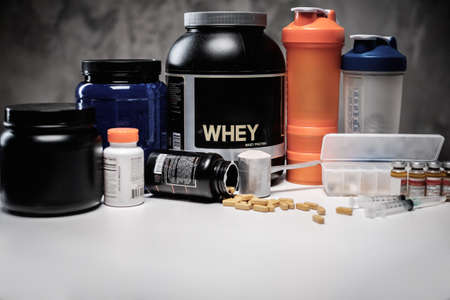Foto de Bodybuilding nutrition supplements and chemistry - Imagen libre de derechos