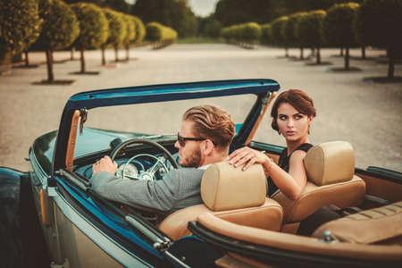 Foto de Wealthy couple in a classic convertible - Imagen libre de derechos