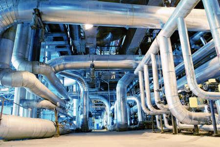 Foto de Equipment, cables and piping as found inside of a modern industrial power plant - Imagen libre de derechos