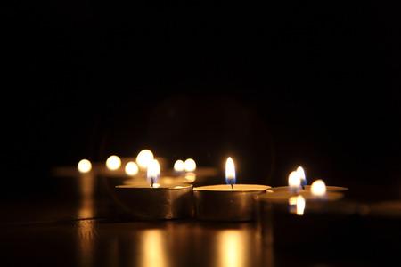 Foto de Candles on a dark background - Imagen libre de derechos