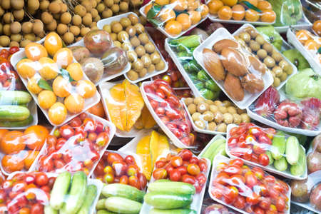 Photo pour fruits and vegetables in packing - image libre de droit