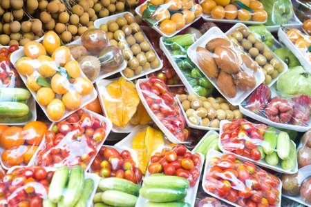 Foto de fruits and vegetables in packing - Imagen libre de derechos