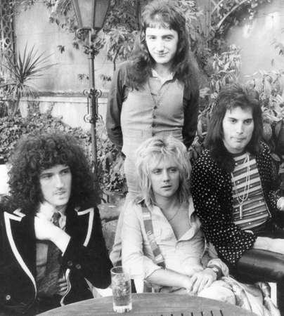 Photo pour QUEEN - UK group in 1976 from l  Brian May, Roger Taylor, John Deacon and Freddie Mercury - image libre de droit