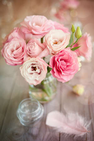 Photo pour Bright romantic vertical background with roses feathers and bokeh - image libre de droit