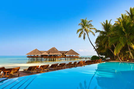 Foto de Pool on tropical Maldives island - nature travel background - Imagen libre de derechos