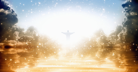 Photo pour Jesus Christ silhouette in shining skies over sea, bright light from heaven - image libre de droit