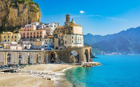 Foto de Small town Atrani on Amalfi Coast in province of Salerno, Campania region, Italy. Amalfi coast is popular travel and holyday destination in Italy. - Imagen libre de derechos
