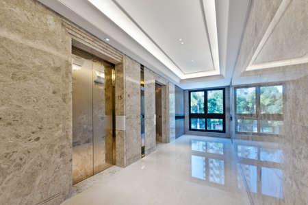 Foto de Lift lobby in beautiful marble without people - Imagen libre de derechos