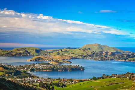 Photo pour Dunedin town and bay as seen from the hills above, South Island, New Zealand - image libre de droit