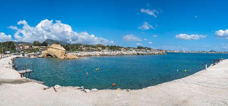 Foto de Panoramic view of the Laganas harbour on Zakynthos island, Greece - Imagen libre de derechos