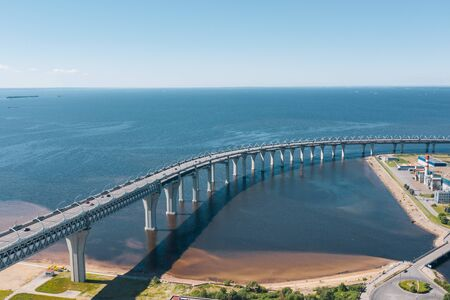 Foto de Aerial view of the Viaduct with a car high-speed highway with a turn over the sea bay - Imagen libre de derechos