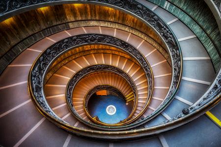 Foto de Vatican museum spiral staircase. taken from the top - Imagen libre de derechos