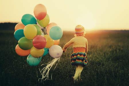 Photo pour little girl with colorful balloons - image libre de droit