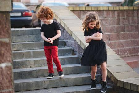 Photo pour boy and girl shy on date - image libre de droit