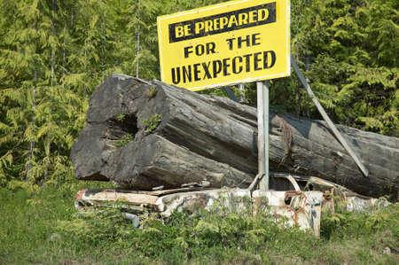 Foto de Signal post be prepared for the unexpected and trunk. Vancouver. Canada - Imagen libre de derechos
