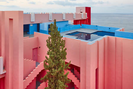 Foto de Geometric building design. The red wall, La manzanera. Calpe, Spain - Imagen libre de derechos