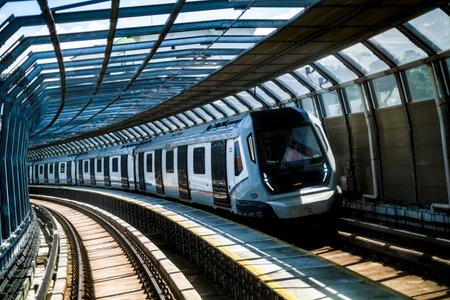 Photo pour KUALA LUMPUR, MALAYSIA : OCTOBER 25, 2018 : Malaysia Mass Rapid Transit (MRT) train. MRT alleviate the severe traffic congestion in the KL metropolitan area. - image libre de droit