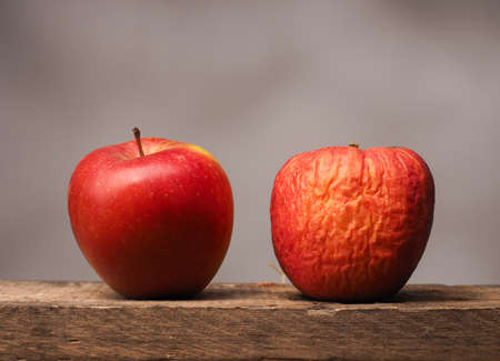 Foto de Two red apples on a rustic wooden table - Imagen libre de derechos