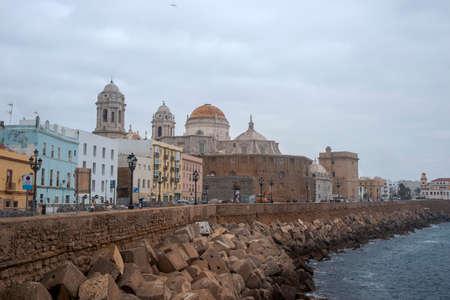 Photo pour walk through the beautiful city of Cadiz, Spain - image libre de droit