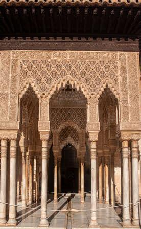 Photo pour beautiful detail of the nazari architecture of the alhambra of Granada, Andalusia - image libre de droit