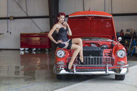 Photo pour A pinup model posing with a 1950s car - image libre de droit