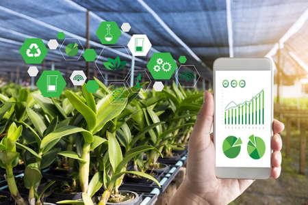Foto de agriculture technology concept man Agronomist Using a Tablet in an Agriculture Field read a report - Imagen libre de derechos