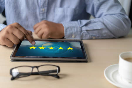 Foto de Online Reviews Evaluation time for review Inspection Assessment Auditing - Imagen libre de derechos