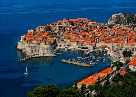 Foto de Dubrovnik - an old city on the Adriatic Sea coast in the extreme south of Croatia. Digital painting - Imagen libre de derechos