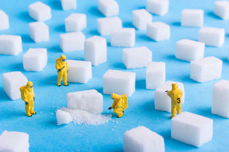 Foto per The team investigates the sugar cubes on a blue background - Immagine Royalty Free