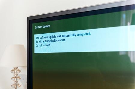Foto de Message on TV screen plasma - the installation was successfully updated. Do not turn off, tv will automatically restarted - Imagen libre de derechos