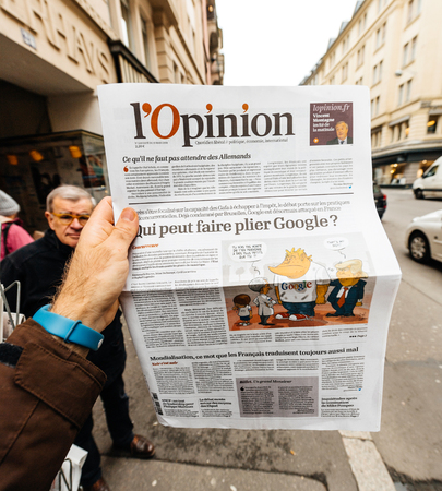 Foto de PARIS, FRANCE - MAR 15, 2018: POV man holding Opinion French newspaper with article about Google on front page - Imagen libre de derechos