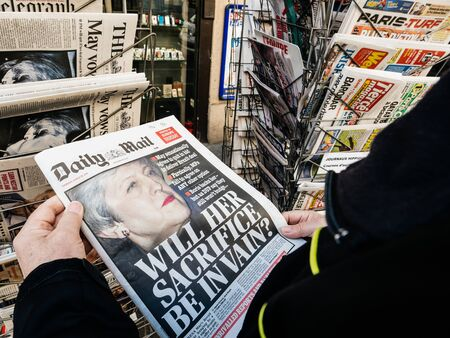 Foto de Paris, France - 29 Mar 2019: Newspaper stand kiosk selling press with senior male hand buying latest Daily Mail UK press featuring Theresa may PM on front cover - Imagen libre de derechos
