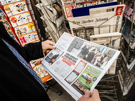 Foto de Paris, France - 29 Mar 2019: Newspaper stand kiosk selling press with senior male hand buying latest German Bild featuring Vladimir Kliciko boxer on front cover - Imagen libre de derechos