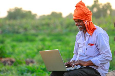 Photo pour Indian rural farmer using laptop - image libre de droit