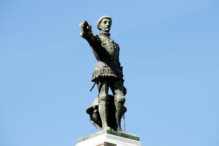 Photo pour Dom Henrique Statue - Porto - Portugal - image libre de droit
