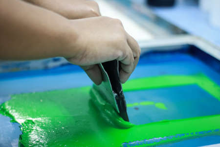 Photo pour Hand pressing silk-screen printing, close up view. - image libre de droit