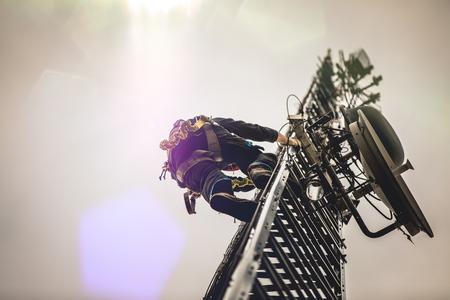 Foto de Telecom Worker Climbing Antenna Tower - Imagen libre de derechos