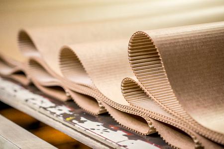 Foto de carton processing at a factory - Imagen libre de derechos